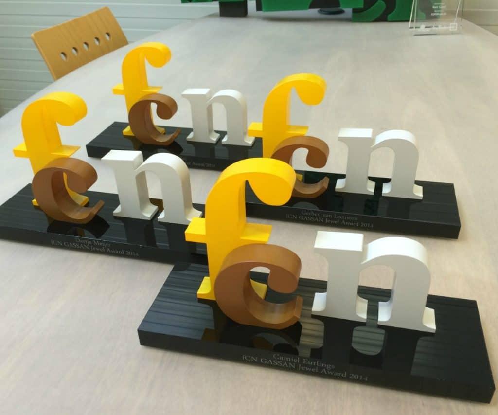 Award 3D letters kleuren op voet