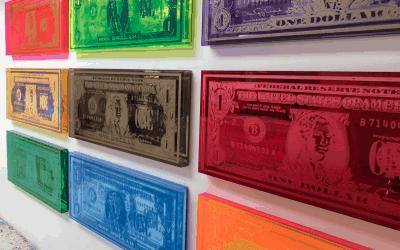 Kunstenaars gebruiken gekleurd acrylaat voor hun kunstwerken